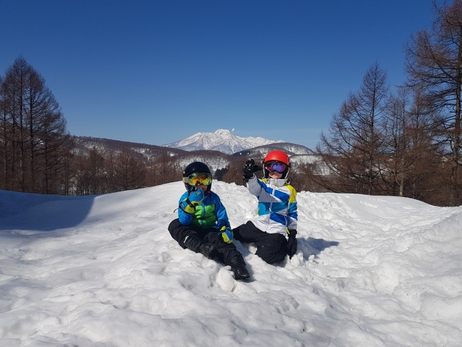 5 ways to keep your children warm and dry on the slopes this year